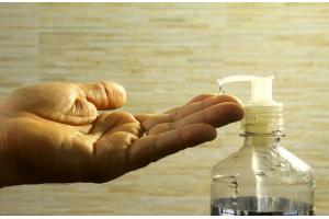 В наличии изопропиловый спирт - основа антисептика
